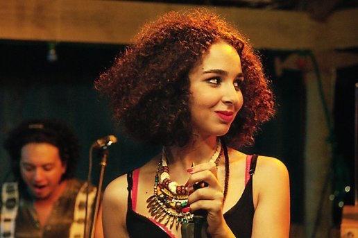 Farah (Baya Medhaffar) film di Leyla Bouzid