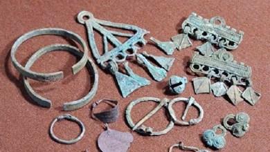Photo of نقود ومجوهرات من عصر الخلافة العباسية في قبر سيدة روسية