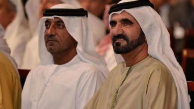 Photo of حاكم دبي ينقذ أسرة أوروبية غاصت سيارتهم في الرمال