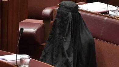 "Photo of البرقع وسيدة ""صندوق البريد"" المتسامحة"