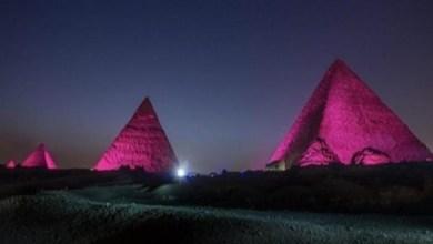 Photo of إضاءة الأهرامات ومعالم سياحية في العالم باللون الأحمر .. للتوعية بمرض السل