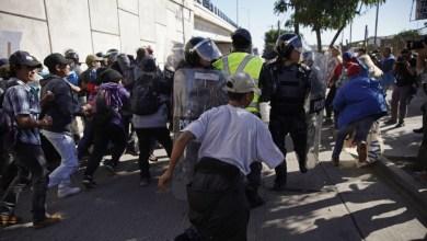 Photo of الولايات المتحدة تغلق معبرا حدوديا مع المكسيك لمنع دخول المهاجرين