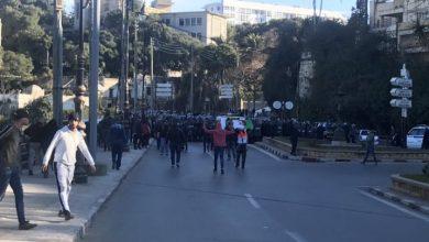 Photo of الجزائر أمام مفترق طرق.. احتجاجات شعبية ترفض استمرار حكم بوتفليقة
