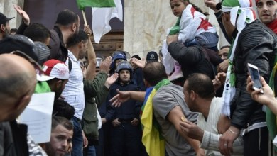 Photo of الشرطة الجزائرية: إصابة 83 شرطيًا وتوقيف 180 شخصًا في مظاهرات الأمس