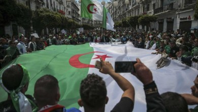 Photo of الشارع الجزائري يجدد مطالبه برحيل رموز بوتفليقة