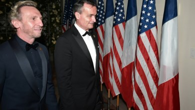 Photo of السفير الفرنسي لدي الولايات المتحدة ينهي ولايته بتصريحات نارية