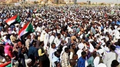 Photo of قادة الاحتجاجات في السودان يطالبون بإدارة مدنية ويهددون بإضراب شامل
