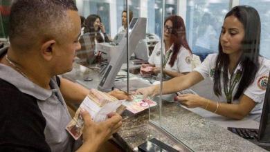 Photo of فنزويلا ترفع القيود المفروضة على صرف العملات بعد 16 عامًا