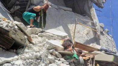 Photo of صورة مؤلمة- وفاة طفلة سورية أنقذت شقيقتها الرضيعة بين أنقاض القصف