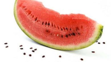 Photo of لا تتخلصوا مـن بـذور البطيخ .. إليـكـم فـوائـدها الكثيرة