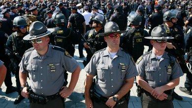 Photo of شرطة بورتلاند تعتقل 18 شخصًا في مظاهرات لليمين المتطرف