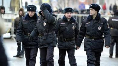 Photo of الشرطة الروسية تلبي طلبًا غريبًا لمسلح بوسط موسكو