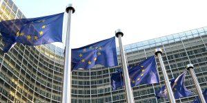 Photo of الاتحاد الأوروبي يدعو إلى عدم الانخراط في سباق جديد للتسلح