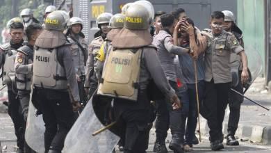 Photo of إندونيسيا تعتقل 185 شخصًا مشتبه بهم في إشعال حرائق الغابات