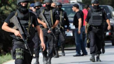 Photo of مقتل مسؤول أمني وثلاثة مسلحين في اشتباكات غرب تونس