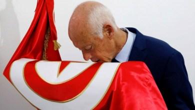 Photo of قيس سعيد يتصدر النتائج الأولية للانتخابات الرئاسية التونسية