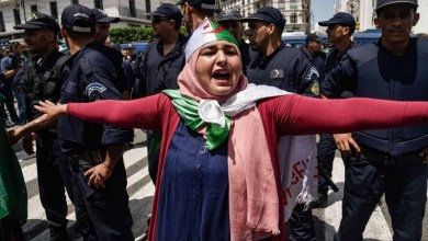 Photo of أوساط سياسية تنتقد انفراد الجيش الجزائري بالقرار السياسي