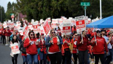 Photo of 25 ألف معلم أمريكي يعتصمون في مدارسهم للمطالبة بزيادة الأجور