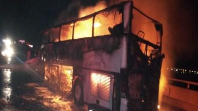 Photo of وفاة وإصابة 39 معتمرًا إثر حادث حافلة في الطريق بين المدينة المنورة ومكة