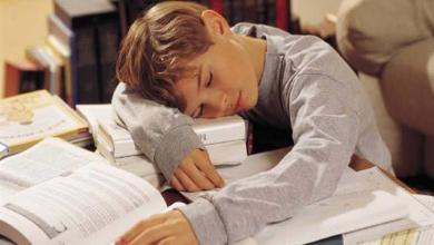 Photo of النوم المبكر يساعد الطلاب على تحصيل أعلى الدرجات