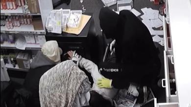 Photo of بالفيديو.. سرقة تحت تهديد السلاح في أمريكا