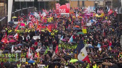 """Photo of """"الخميس الأسود"""" يصيب فرنسا بالشلل في أكبر إضراب عام منذ عقود"""