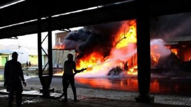 Photo of مصرع 43 شخصًا جراء اندلاع حريق في نيودلهي (فيديو)