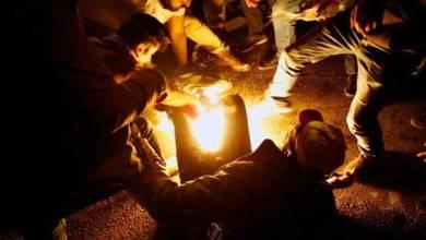 Photo of فيديو لمواطن لبناني يحرق نفسه لعدم قدرته على علاج ابنته