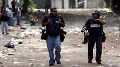 Photo of مقتل 49 صحافيًا وسجن 389 آخرين خلال 2019
