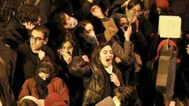 Photo of متظاهرو إيران يطالبون خامنئي بالاستقالة