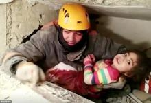 Photo of لحظة إنقاذ طفلة تركية من أنقاض الزلزال بعد 28 ساعة (شاهد)