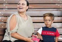"Photo of تعرف عليها.. حكاية طفل أسترالي هدد بالانتحار فأصبح ""سوبر ستار"""