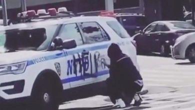 Photo of عبارات على سيارات شرطة نيويورك تسخر منهم.. من وراءها؟