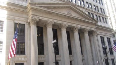 Photo of الفيدرالي الأمريكي يخفض سعر الفائدة إلى قرب الصفر