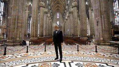 Photo of أندريا بوتشيلي يغني وحيدًا في كاتدرائية إيطالية