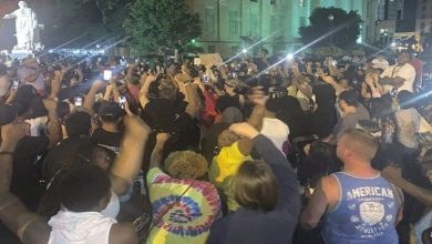 Photo of احتجاجات على مقتل امرأة سوداء في كنتاكي واعتقال مراسل أسود في مينيسوتا
