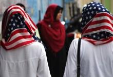 Photo of غضب واسع بعد إجبار شرطة ميامي متظاهرة مسلمة على خلع الحجاب