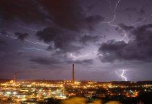 Photo of صواعق في واشنطن وحرائق في كاليفورنيا وعاصفة تهدد الولايات الجنوبية