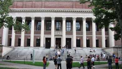 Photo of هارفارد تقاضي إدارة ترامب بسبب قرار ترحيل الطلاب الأجانب