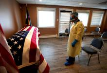 Photo of جامعة واشنطن تتوقع وفاة 300 ألف أمريكي بكورونا بحلول هذا الموعد