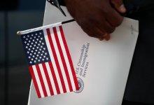Photo of أمريكا تفرض رسومًا إضافية على خدمات الهجرة والتجنيس واللجوء
