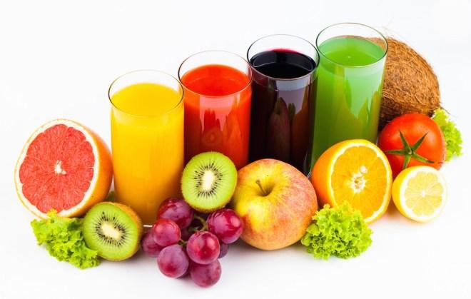 ينصح خبراء الصحة بالعودة لشرب العصائر الطبيعيّة