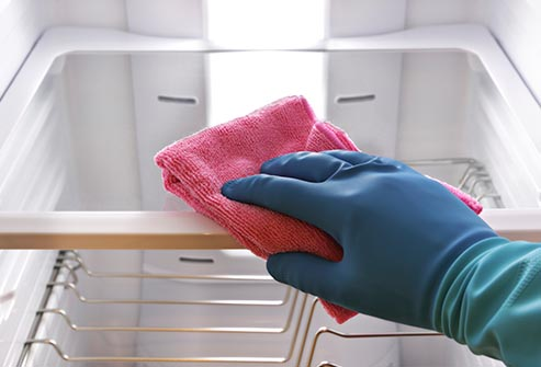 تنظيف الثلاجة بصفة دورية