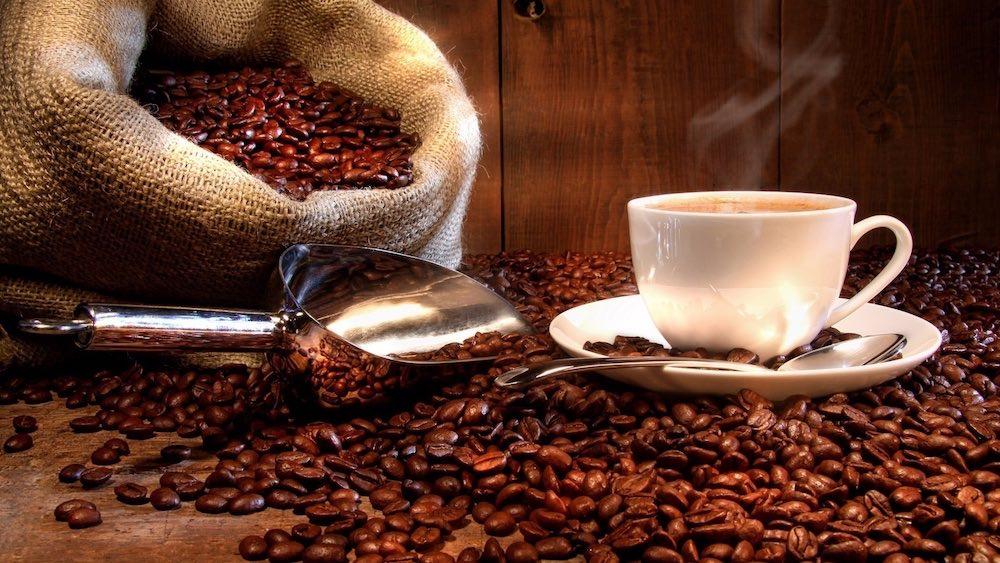 مقال - 8 مواد غذائية بديلة عن القهوة تمنحك النشاط والسعادة - موقع علوم العرب