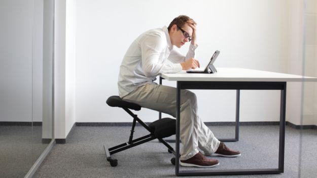 مقال - الجلوس لفترات طويلة.. مخاطر مرعبة على صحة الإنسان - موقع علوم العرب