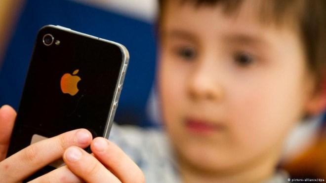 مقال - هل تسبب الهواتف والأجهزة اللوحية قصر النظر؟