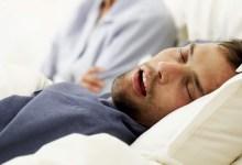 """صورة مقال – ماذا يعني وجود """"لعاب"""" على وسادتك عند استيقاظك من النوم؟"""