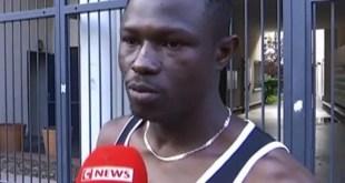 مقتطف - شاهد مهاجر «بطل» في فرنسا يتسلق بناية لإنقاذ طفل