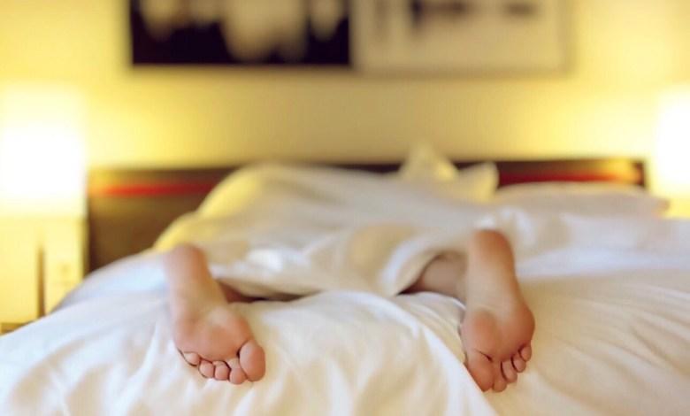 5 أطعمة تمنحك نوماً عميقاً ليلاً