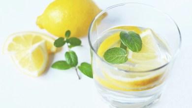 فوائد شرب الماء بالليمون